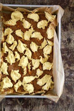 Enkel kanelkake - Mat På Bordet Apple Pie, Cereal, Mat, Baking, Breakfast, Desserts, Food, Tailgate Desserts, Meal