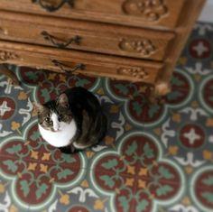 Portugese cementtegels met de kleuren rood en groen. Afmetingen 20x20 cm. Serie FLOWERZ ZERO 03. Collectie FLOORZ Cats, Animals, Gatos, Animales, Animaux, Animal, Cat, Animais, Kitty