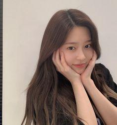 Korean Girl, Asian Girl, Peach Makeup, Haircuts For Long Hair, Japanese Girl Group, Kim Min, Aesthetic Girl, Fun To Be One, Face And Body