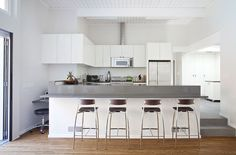 Houzz Tour: An Early Eichler Home Expands by Klopf Architecture {The family room is entirely visible and connected to the remodeled kitchen and an informal eating area.}