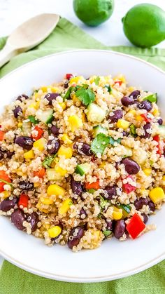 Southwest Quinoa Salad is simple and delicious! This easy quinoa black bean salad recipe is made with tomatoes, corn and other flavorful ingredients. Quinoa Salad Recipes Easy, Easy Salads, Healthy Salads, Vegetarian Recipes, Quina Salad Recipes, Meal Prep Salads, Easy Lunch Meal Prep, Qinuoa Recipes, Quinoa Meals