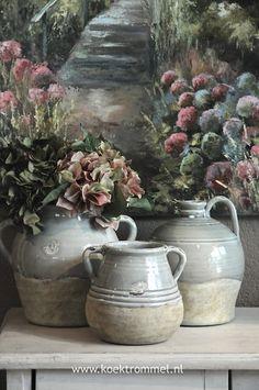 stilleven met aardewerk