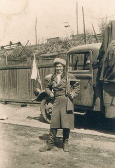 Prague-Pankrác, 7 May Female ROA soldier Ww2 History, War Photography, Interesting History, Military Art, World War Two, Archaeology, Old Photos, Wwii, Mythology