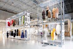 Il Temporary Fashion Museum fino a maggio 2016 occuperà l'intero Het Nieuwe Instituut di Rotterdam. In assenza di un museo permanente della moda in Olanda.