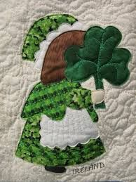 Ireland Sunbonnet Sue, with shamrock, by MooseStash Quilting. Design from International Sunbonnet Sue by Debra Kimball Más Quilt Patterns Free, Applique Patterns, Applique Quilts, Applique Designs, Embroidery Applique, Machine Embroidery, Applique Ideas, Machine Applique, Embroidery Designs