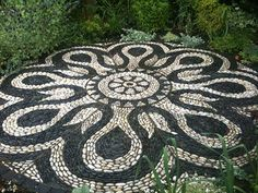 Black Pebbles and white rocks are outstanding in this design