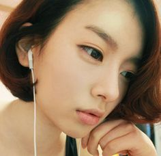 Them eyebrows are so on point. Also, her eyeliner is great. Ulzzang eyeliner styles in general are my favorite!
