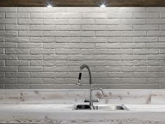 Ceramica Rondine has developed a new brick finish wall tiles collection: Brick Generation, a perfect blend of contemporary style and timeless appeal. Brick Effect Tiles, White Brick Tiles, Brick Look Tile, Brick Wall, White Bricks, Black Brick, Kitchen Splashback Tiles, Douche Design, Italian Tiles