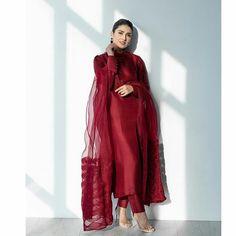Asian Wedding Dress Pakistani, Beautiful Pakistani Dresses, Pakistani Fashion Party Wear, Pakistani Dresses Casual, Indian Fashion Dresses, Pakistani Dress Design, Indian Designer Outfits, Bollywood Fashion, Shadi Dresses
