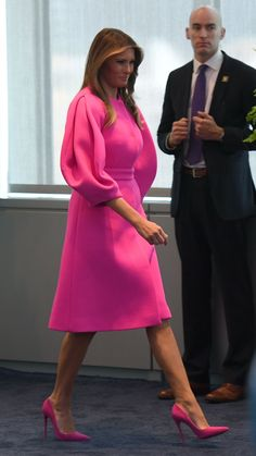 Melania Trump Style as First Lady - Photos of Melania Trump Fashion Trump Melania, Melania Knauss Trump, First Lady Melania Trump, Melania Trump Shoes, Melania Trump Dress, Stylish Outfits, Cool Outfits, Neon Pink Dresses, First Ladies