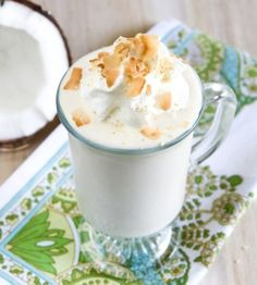 Coconut cream pie is my absolute favorite pie of all time. And now this Coconut Cream Pie Milkshake is my favorite milkshake flavor of all time. Vegan Sweets, Vegan Desserts, Dessert Recipes, Drink Recipes, Vegan Foods, Milk Shakes, Chocolates, Milkshake Flavours, Yummy Drinks