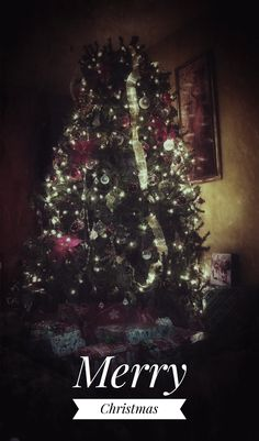 Snapseed photo editor ...... Took a picture of my mother-in-laws christmas tree and edited the picture loved it !!!!