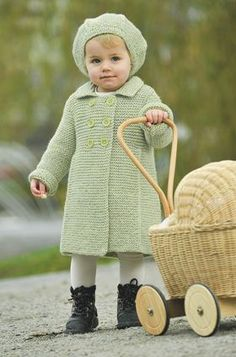 Adorable spring girl's coat - and beret pattern in Danish .. so cute !