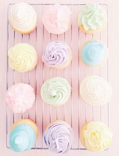 Vanilla and pastel cupcakes. Rainbow Aesthetic, Pink Aesthetic, Image Pastel, Imagenes Color Pastel, Pastell Party, Cupcake Photography, Pastel Photography, Food Photography, Rainbow Food