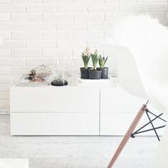 white brick wall, Eames chair, hyacinth, cage lamp, white interior, Scandinavian interior, Nordic interior http://frichic.com