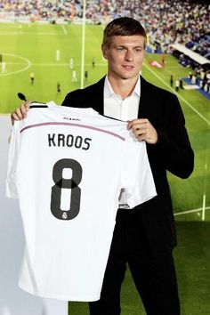 Toni Kroos joined Real Madrid in 2014 for the bargain price of Barcelona Soccer, Fc Barcelona, Real Madrid Manchester United, Real Madrid 2014, Real Madrid Football Club, Dfb Team, Cristiano Ronaldo Lionel Messi, Toni Kroos, Soccer Girl Problems