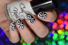 Simply Nailogical: Optical illusion black and white opposite nails