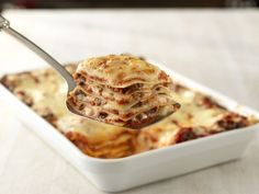 Our classic lasagna recipe has 5 layers of oven ready lasagne, meat, cheese and pasta sauce. Try this hearty dinner idea! Barilla Recipes, Classic Lasagna Recipe, Manicotti Recipe, Lasagne Recipes, Pasta Salad Recipes, Casserole Recipes, Pasta Barilla, Classic Recipe, Al Dente