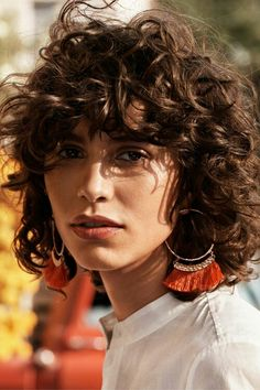 Curly Bob, curly bangs... love this!