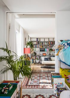 Barcelona-based architects Joan Ramon Pascuets and Monica Mosset of narch studio have recently refurbished an early twentieth century apartment in Eixample district.