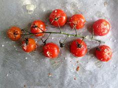 Rostade tomater till charkbrickan Fruit, Vegetables, Food, Meal, Vegetable Recipes, Hoods, Veggies, Eten, Meals