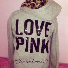 I have this hoodie and I LOVE it !!!