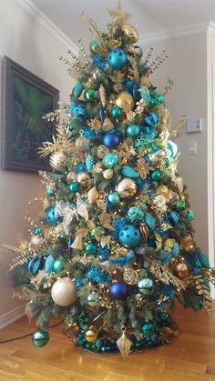 easter home decor Blue Christmas Tree Decorations, Peacock Christmas Tree, Beautiful Christmas Trees, Colorful Christmas Tree, Christmas Ribbon, Xmas Tree, Christmas Tree Inspiration, Christmas Ideas, Decor Ideas