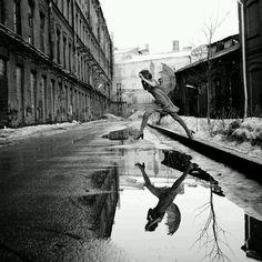 Le fotografie possono raggiungere l'eternità attraverso il momento. Si muore tutte le sere, si rinasce tutte le mattine :è così. E tra le due cose c'è il mondo dei sogni. Fo…