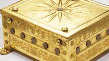 The golden larnax of Philip ΙΙ