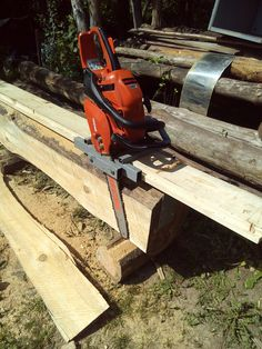 Portable Bandsaw Mill, Homemade Bandsaw Mill, Portable Chainsaw Mill, Portable Saw Mill, Woodworking Workshop, Woodworking Projects Diy, Woodworking Tools, Chainsaw Mill Plans, Timber Framing Tools