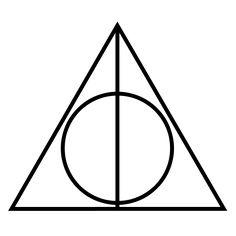 Deathlyhallows (ou Les Reliques de la Mort) : la Baguette de Sureau qui est la plus puissante baguette magique, la Pierre de Résurrection qui ramène les êtres aimés à la vie, et la Cape d'Invisibilité, qui cache celui qui la porte.- Source : Objets magiques dans l'univers de Harry Potter — Wikipédia