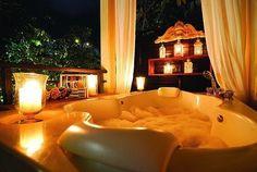 Jacuzzi tub candles romantic bathroom home decor Modern Bathroom Design, Bathroom Interior Design, Bath Design, Bathroom Designs, Romantic Bathrooms, Dream Bathrooms, Bathtub Dream, Big Tub, Dream Homes