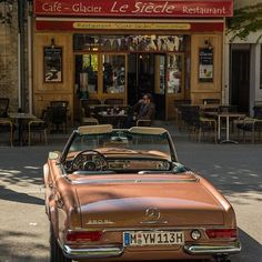 Coffee and ice cream break in France with the Pagoda | Nostalgic Classic Car Travel