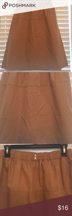GAP cargo midi skirt. Full cargo khaki midi skirt. Never been worn out. Brand new without tag. Standard zip in back. Elastic scrunch in back part of waist. Tan color. GAP Skirts Midi