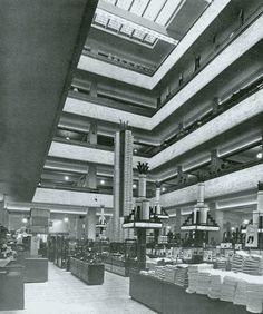 De oude Bijenkorf aan het Van Hogendorpsplein Rotterdam, Grey Wallpaper Iphone, German Architecture, Interior Architecture, Walter Gropius, Museum, Eindhoven, Bauhaus, Netherlands
