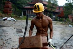 Chinese brick carrier builds social success with his fitness regime Shen Wei, China Image, Male Poses, Gym Motivation, Gymnastics, Sexy, Fans, Chinese, Success