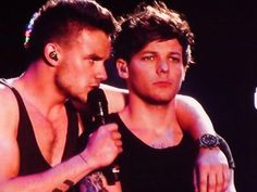 Twitter / 1DAlert: Liam and Louis on stage last ...