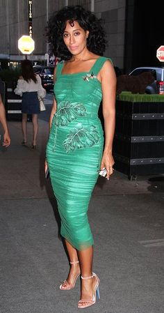 Tracee Ellis Ross in a green Dolce & Gabbana midi dress Celebrity Red Carpet, Celebrity Style, Tracy Ross, Tracey Ellis, Tracee Ellis Ross, Beautiful Black Women, Sensual, Her Style, Blue Dresses