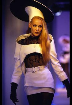 Jerry Hall pour la collection Mugler printemps-été 1996