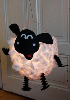 DIY sheep lantern: in 3 steps to a beautiful lantern for St. Martin - DIY sheep lantern: 3 steps to a beautiful lantern for St. Diy For Kids, Crafts For Kids, Lantern Craft, Diy And Crafts, Arts And Crafts, Recycled Crafts, Diy Y Manualidades, Shaun The Sheep, Paper Lanterns