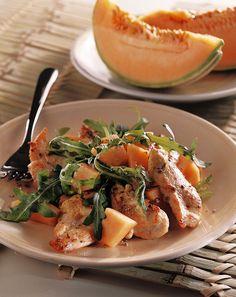 Invitante sia al palato che alla vista, l'insalata di pollo e melone è gustosa e facile da realizzare. Scopri la ricetta di Sale&Pepe.