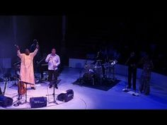 Ismael Lo - Tribute to Cesaria Evora - Petit pays (Live) - YouTube