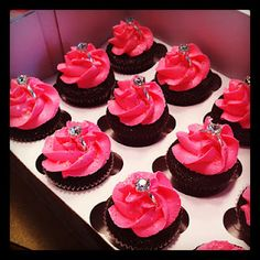 sooo cute for bachelorette cupcakes!