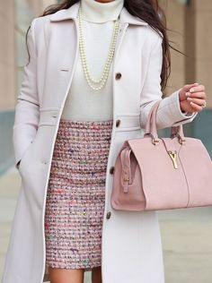 Cool 38 Lovelly Winter Outfit Ideas to Makes You Look Stunning. More at http://aksahinjewelry.com/2017/12/02/38-lovelly-winter-outfit-ideas-makes-look-stunning/