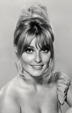 the beautiful sharon tate Hollywood Actresses, Old Hollywood, Most Beautiful Women, Beautiful People, Tv Movie, 60s Hair, Sharon Tate, Classic Beauty, Vintage Beauty