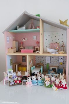 All our Sylvanian families joined together for a joyful housewarming . - Ikea DIY - The best IKEA hacks all in one place Ikea Dollhouse, Modern Dollhouse, Dollhouse Furniture, Diy Furniture, Kids Doll House, Doll House Plans, Barbie Doll House, Sylvanian Families House, Calico Critters Families