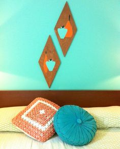Retro Wood Wall Art: Paint, stencils, and wood shapes complete these vintage wall pieces.