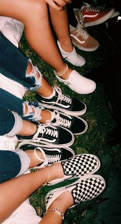 94 Ideas For Vans Sneakers Shoes Summer Best Friend Pictures, Bff Pictures, Friend Photos, Cute Vans, Cute Shoes, Me Too Shoes, Bff Goals, Friend Goals, Sneaker Outfits