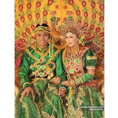#Foto #Pengantin #Pernikahan #Perkawinan #Adat #Bugis Aqsa+Lia #Wedding di #Pekanbaru #Riau #Indonesia by Poetrafoto, http://wedding.poetrafoto.com/foto-perkawinan-pengantin-adat-bugis-pekanbaru-riau_336