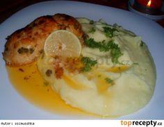 Křupavé kuřecí roládky s vůní česneku a plněné šunkou No Salt Recipes, Meat, Chicken, Breakfast, Food, Morning Coffee, Essen, Meals, Yemek
